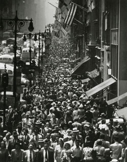 "Andreas Feininger: ""Lunch hour rush on 5th Avenue"", New York, 1950"